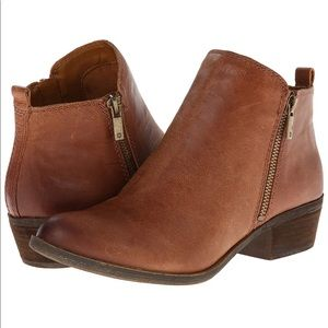 NEW Lucky Brand weathered camel booties 7.5